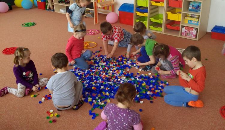 Ředitelky školek: Vláda protěžuje dětské skupiny na úkor kvality
