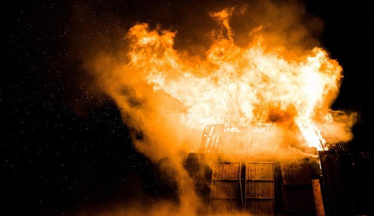 Žhář za tři roky založil minimálně deset požárů, způsobil škodu za nejméně 135 tisíc