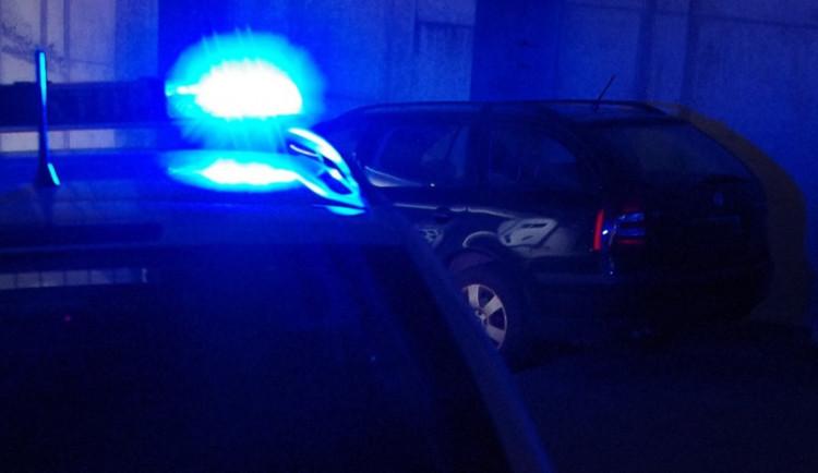 Opilý řidič s autem kličkoval po Barvířské. Zabránit v další jízdě se mu snažil host jedné z restaurací